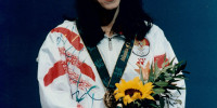 Susi Susanti posing with her Gold Medal